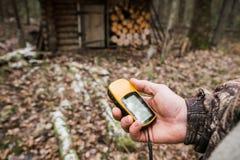 Navigatore di GPS nella foresta Fotografia Stock Libera da Diritti