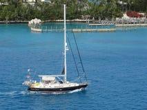 Navigazione, calma, acque, blu, Bahamas, linea costiera, tropicale, rilassarsi, soleggiato, bello fotografia stock libera da diritti