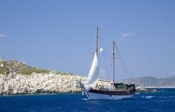 Navigazione del litorale del turchese Fotografie Stock Libere da Diritti