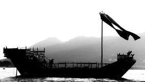 Navigazione della barca nel lago Udaipur Fatehsagar fotografia stock libera da diritti