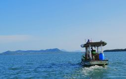 Navigazione della barca nel mare Immagine Stock Libera da Diritti