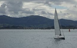 Navigazione della barca sul mare Fotografia Stock