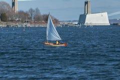 Navigazione fuori da Jamestown, Rhode Island a metà gennaio immagine stock libera da diritti
