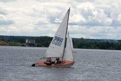 Navigazione gli yacht e delle navi di serie di regata degli yacht Fotografia Stock