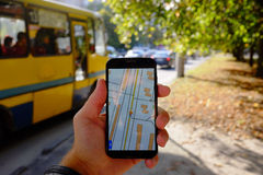 Navigazione mobile sulla via Immagine Stock Libera da Diritti