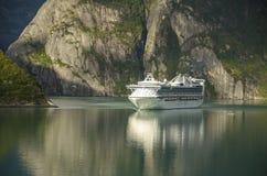 Navigazione moderna della nave da crociera Fotografia Stock
