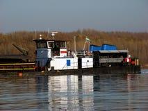Navigazione sul Danubio in autunno in cui le acque sono 2 molto piccoli fotografia stock