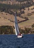 Navigazione a testa piatta del lago Immagini Stock Libere da Diritti