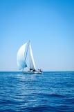 navigazione Yacht sul mare aperto Fotografie Stock