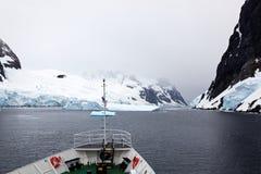 Navigera De Gerlache Strait, Antarktis arkivbild