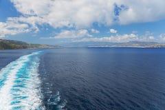 Navigera till och med kanalen av Messina fotografering för bildbyråer