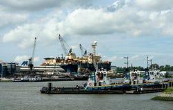 Navigering i porten av Rotterdam Arkivfoto