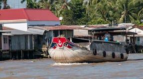 Navigering på den Mekong River deltan royaltyfri foto