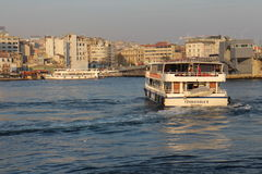 Navigering på det guld- hornet, Istanbul Arkivbilder