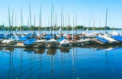Navighi i verri per affitto sul pilastro sul lago Alster Amburgo, Germania Fotografia Stock Libera da Diritti