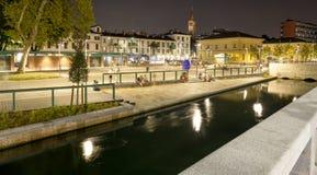 Navigli,米兰市,夏夜视图 颜色女儿图象母亲二 库存图片