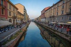 Naviglio den stora kanalen i Milan, Italien fotografering för bildbyråer