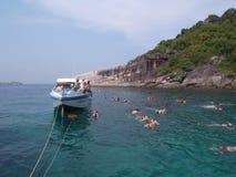 Naviguant au schnorchel à l'île de Similan, la Thaïlande Photo libre de droits