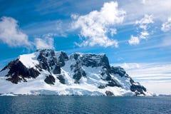 Naviguant en bas de la Manche de Lemaire, l'Antarctique Image stock