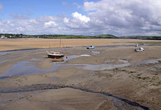 Naviguant et bateaux de pêche Image libre de droits