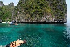 Naviguer au schnorchel à la belle mer Photo libre de droits