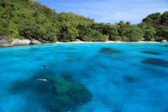 Naviguer au schnorchel aux îles de Similan image stock