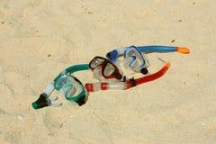 Naviguer au schnorchel dans le sable Photo libre de droits