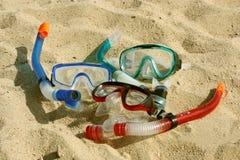 Naviguer au schnorchel dans le sable Photographie stock