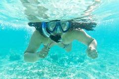 Naviguer au schnorchel en mer des Caraïbes Images libres de droits