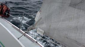 Navio à vela no mar de Okhotsk filme