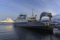 Navio da balsa em Ullsfjord Fotografia de Stock