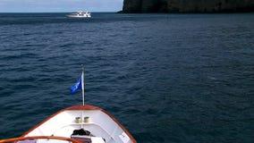 Navio da curva na água do Oceano Pacífico video estoque