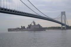 Navio de aterrissagem da doca de USS Oak Hill da marinha de Estados Unidos durante a parada dos navios na semana 2014 da frota Imagens de Stock Royalty Free