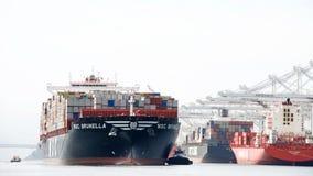Navio de carga CAM BRUNELLA que chega no porto de Oakland foto de stock royalty free