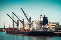 Navio de carga do portador de maioria Imagem de Stock
