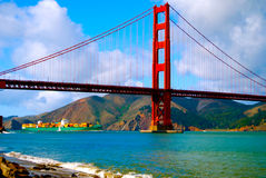 Navio de carga do recipiente sob golden gate bridge Imagem de Stock Royalty Free