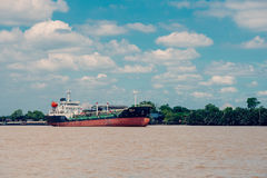 Navio de carga em Chao Phraya River Foto de Stock Royalty Free