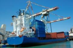 Navio de carga em uma porta Imagem de Stock Royalty Free