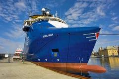 Navio de carga geral azul Fotografia de Stock Royalty Free