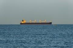 Navio de carga na luz solar Imagem de Stock Royalty Free