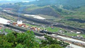Navio de carga no canal de Panamá video estoque
