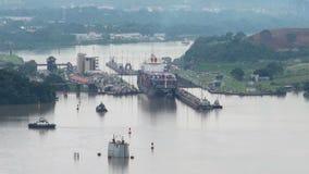 Navio de carga no canal de Panamá vídeos de arquivo