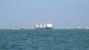 Navio de carga no mar filme