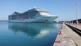 Navio de Cruse no porto de Katakolon Foto de Stock