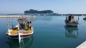 Navio de Cruse no porto de Katakolon Fotos de Stock Royalty Free