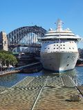Navio de cruzeiros branco, Sydney Harbor Foto de Stock Royalty Free
