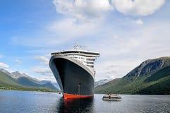 Navio de cruzeiros com propostas fotografia de stock royalty free
