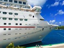 Navio de cruzeiros da exaltação do carnaval em Nassau foto de stock royalty free