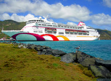 Navio de cruzeiros da vila do oceano no porto de Tortola nas Índias Ocidentais Fotos de Stock Royalty Free