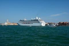 Navio de cruzeiros de Sirena em Veneza, Itália Fotografia de Stock
